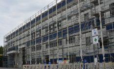 建設工事が進められている新工場=厚木市上依知