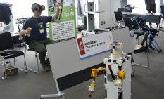 主幹的に操作できるロボット