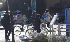 自転車が行き交う相模原市の市街地