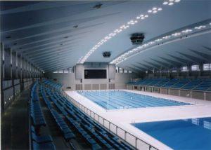 事前キャンプに備えて設備改修を行う総合水泳場