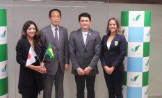 加山市長(左から2人目)とBOC幹部