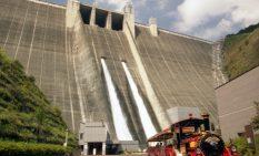 設備更新を行う宮ケ瀬ダムの堤体