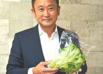 「安全な野菜を世界へとどけたい」と語る久米社長