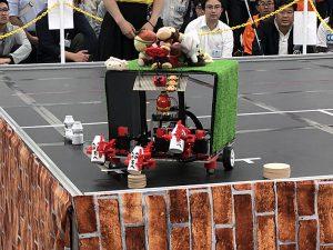 3本腕が特徴のロボット