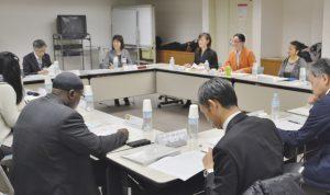 8か国出身の外国人市民と意見を交換した懇話会