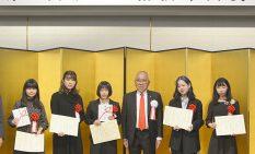 祇園会長を囲む受賞者ら