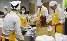 互いに協力して日本食を創るグローバル人材