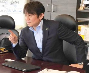 台東サービスのM&Aについて話す柴田社長