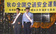 1日署長を務めた林選手(左)