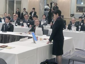 会議に出席した本村市長(写真中央)