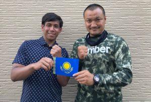 岡川院長(右)とブライアンさん